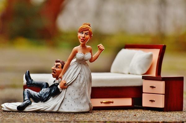 Hogyan vonjam be a vőlegényem az esküvőszervezésbe?