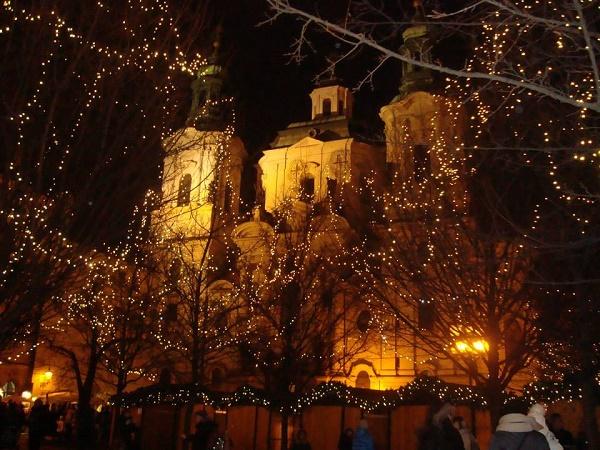 Prága turisták millióit hívogatja egész évben