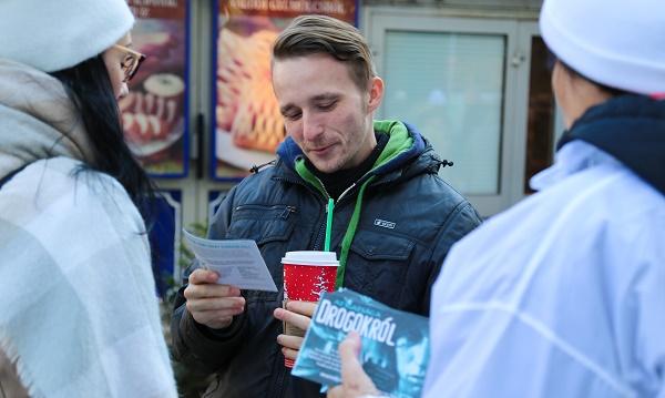 A drogdílerek hazugságaira készítettek fel több tízezer budapesti lakost