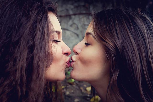 Smárlecke a puszitól a tantrikus orgazmus-csókig 5 lépésben