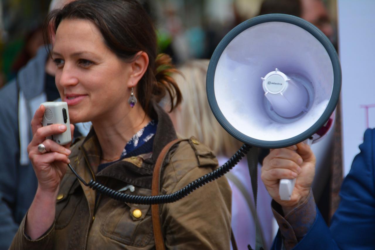 Személyiségünk tükre: miről árulkodik a hangunk?