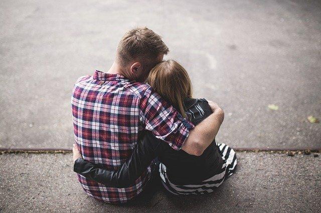 A szerelem vak, a szeretet lát: A tartós párkapcsolat titka
