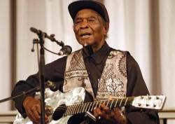 Eltávozott David Honeyboy Edwards, a blues egyik ősatyja