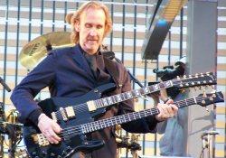 Mike Rutherford - Teremtés kétnyakú gitárral