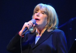 Marianne Faithfull is ingyen utazhat(na) a BKV járatain