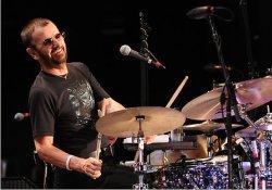 Ringo 13. All-Starr bandájában Steve Lukather gitározik