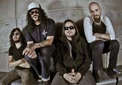 A sivatagi rockerek visszatérnek