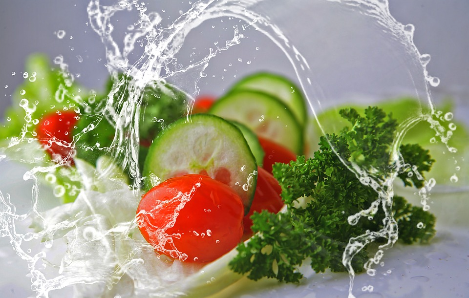 Hűsítő saláta - friss zöldfűszerekkel
