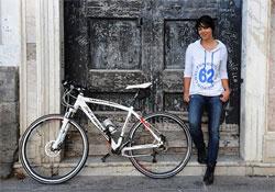 Körbekerékpározta a Földet 152 nap alatt egy brit nő
