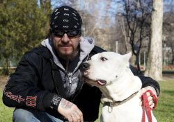 Ganxsta Zolee a kutyáit is emberszámba veszi