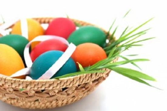 Kék, sárga, zöld, lila, barna húsvéti tojás - fesd növényekkel a tojást