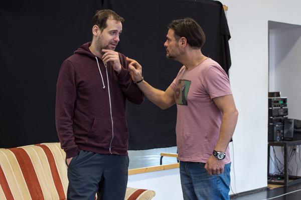 Az oroszlán télen a Belvárosi Színházban van - interjú Shruff Milánnal