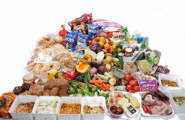 Az ételosztás többet jelent, mint egy tál étel: Adventi ételosztások országszerte