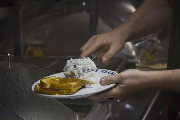 800 adag étel és élelmiszercsomag Óbudán