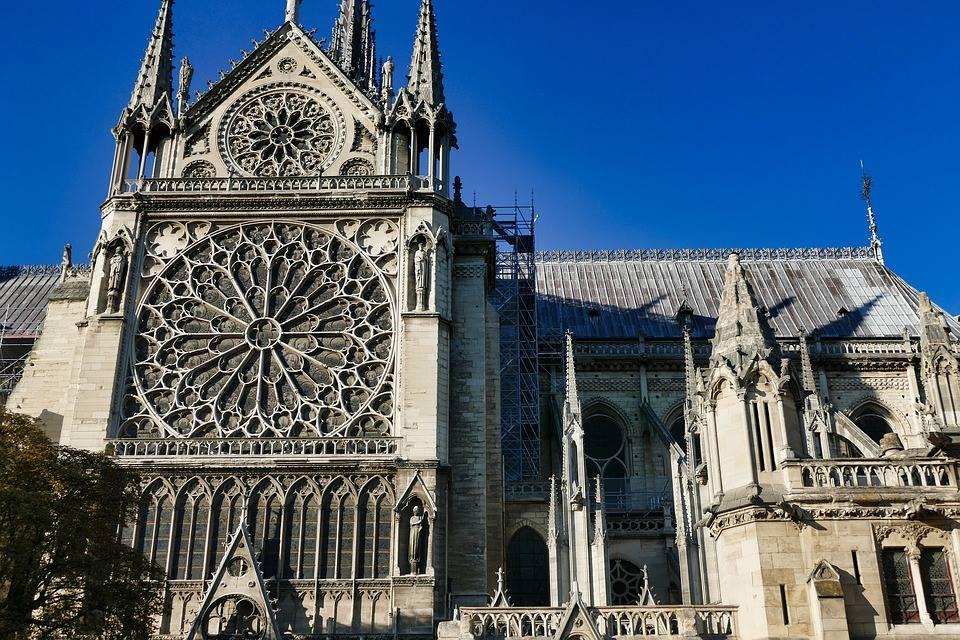 A Notre Dame tragédiájának spirituális üzenete Kalilytől