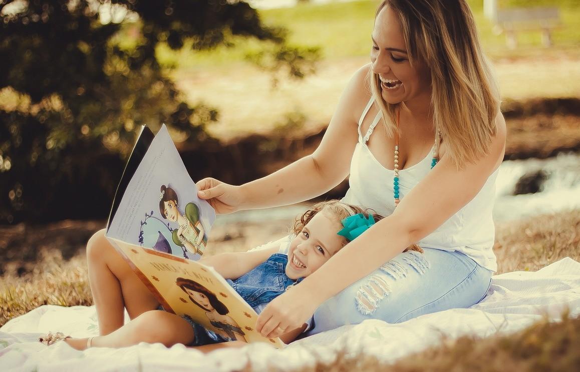 Ki segít a szülőnek, hogy végre mesét is olvasson a gyermekének?