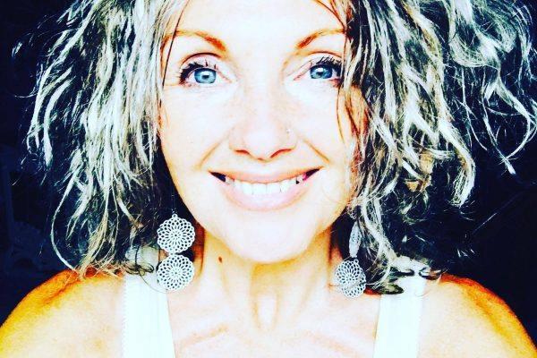 Fashion designerből vénuszi nagykövet és beavató papnő: Anaiya Sophia